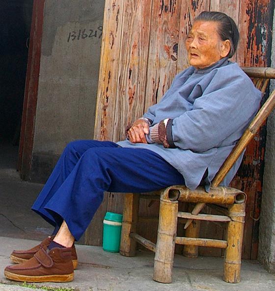 座り過ぎ老化イメージ