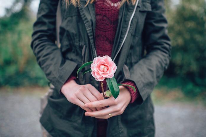 札束の花束で求婚した男性が話題に 女性の返事は「もちろんOK」