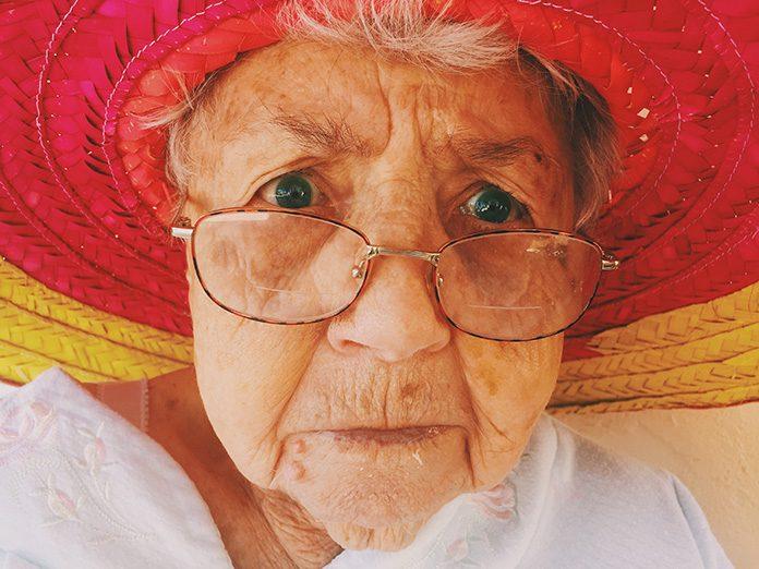 oldwoman-trank-00