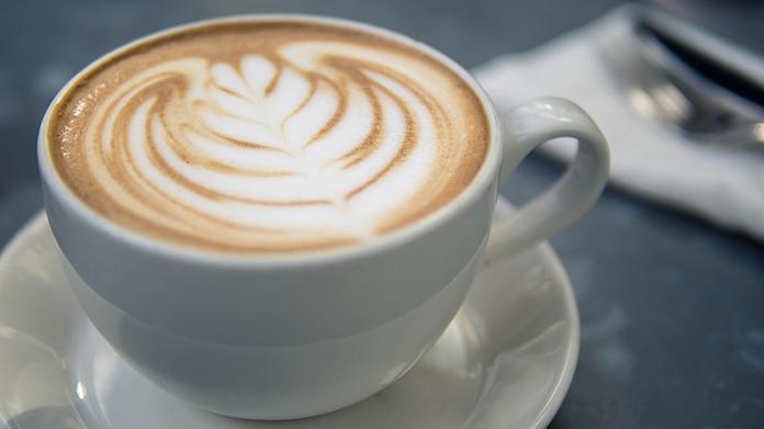 中国スターバックスで容器持ってきたら1杯無料イベント、鍋もちこむ客が続出 洗面器いっぱいにコーヒー入れてもらう客も