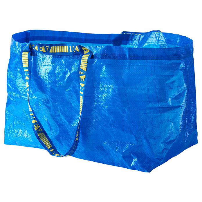 バレンシアガの新作、IKEAの袋とほぼ一緒だと話題に 前者は約30万円、後者はたった140円…
