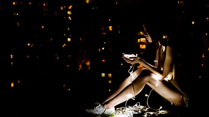 """スマホ紛失はテロ攻撃なみのストレス受ける、研究で判明 スマートフォン落とすことは精神的な""""重傷""""だった"""
