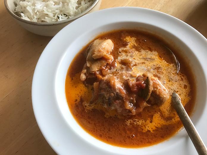 「人肉カレー」と書かれたインド料理店が閉店の危機 フェイクニュースが出回り、来客ほぼなくなり…