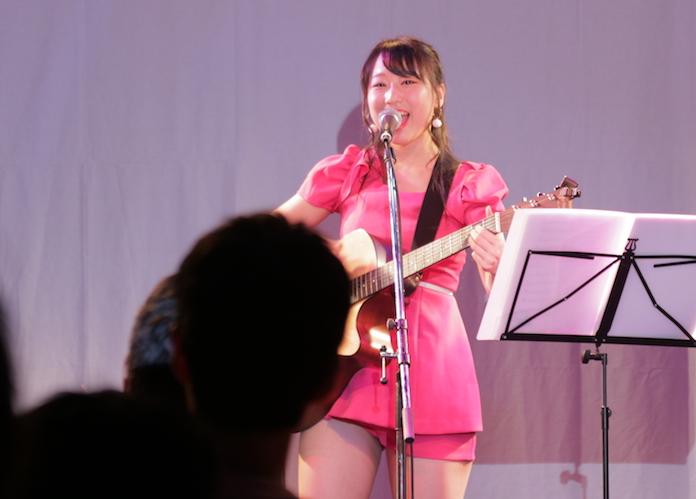 20歳のスナックのママがワンマンライブ開催で満員御礼! 人気ママ&アイドルの川﨑芹奈が凄すぎた!