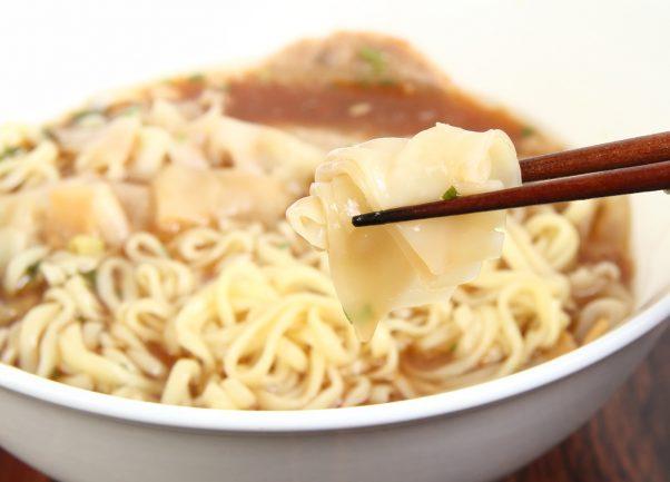 平打ち麺を醤油クリアスープで味わう白河ラーメンの本家監修『とら食堂 ワンタン麺』がドロドロに辟易したラーメンファンを救う!