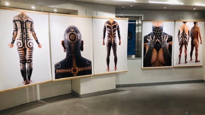 『クレイジージャーニー』でお馴染みケロッピー前田らによる展示『JOMON TRIBE 2』が「ビームス ジャパン」で開催
